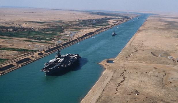 """قناة السويس"""": اعادة تقييم أسعار الخدمة نهاية الشهر الحالى وعبور 66 سفينة غدا رقم إيجابى"""