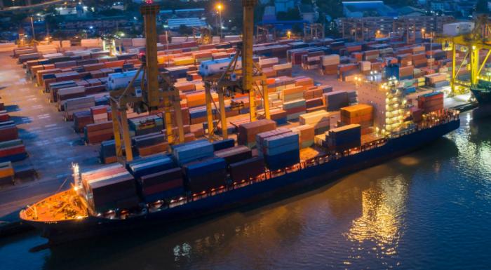 «ميناء الإسكندرية» تُحصل 5 جنيهات قيمة مضافة عن كل طن من الشاحنات
